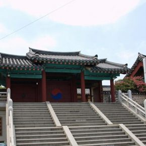 Daegu Hyanggyo (Daegu Confucian Academy) was established in 1398 during the Joseon Dynasty as a regional learning institution for following the way of Confucian scholars