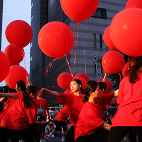 This festival shows all of Daegu's charms - a variety of street performances held in and around city landmarks, such as the February 28 Memorial Park and Gukchaebosang Sports Park.
